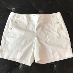 "Ann Taylor sz 8 white shorts 5"" inseam"
